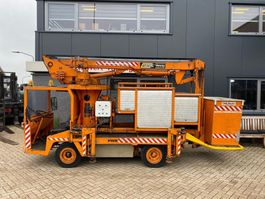 autohoogwerker vrachtwagen spijkstaal PHB met custers hoogwerker opbouw 11M werkhoogte Elektrisch Uniek 1986