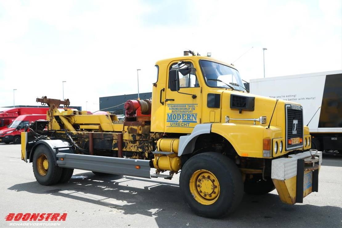 takelwagen-bergingswagen-vrachtwagen Volvo N 12 320 4X4 Wrecker Bril 2x Lier Terberg SF1150 1988