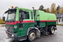 kolkenzuiger vrachtwagen Volvo FL 6 cleaner 4x2 year 1999