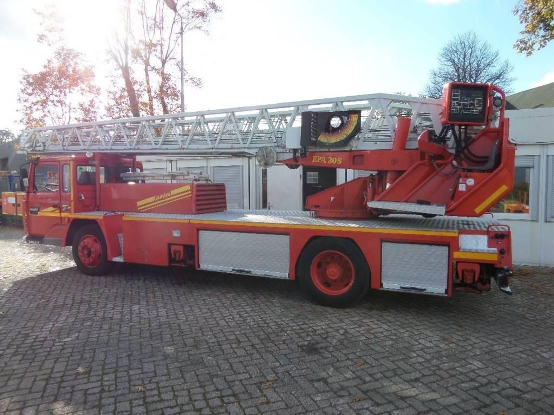 autohoogwerker vrachtwagen Renault amiva ladderwagen 30 meter 1991