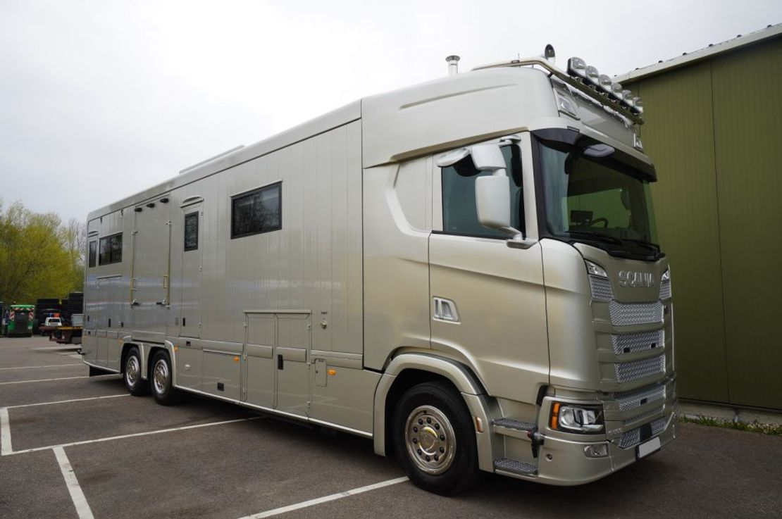 paardenvrachtwagen Scania S500 6X2 HORSE TRANSPORT TRUCK 2021