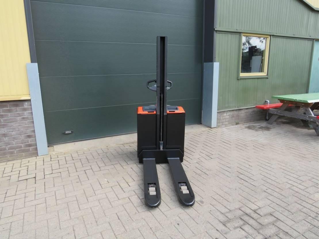vorkheftruck BT SWE-080-L stapelaar elektrische zeer goed 2010
