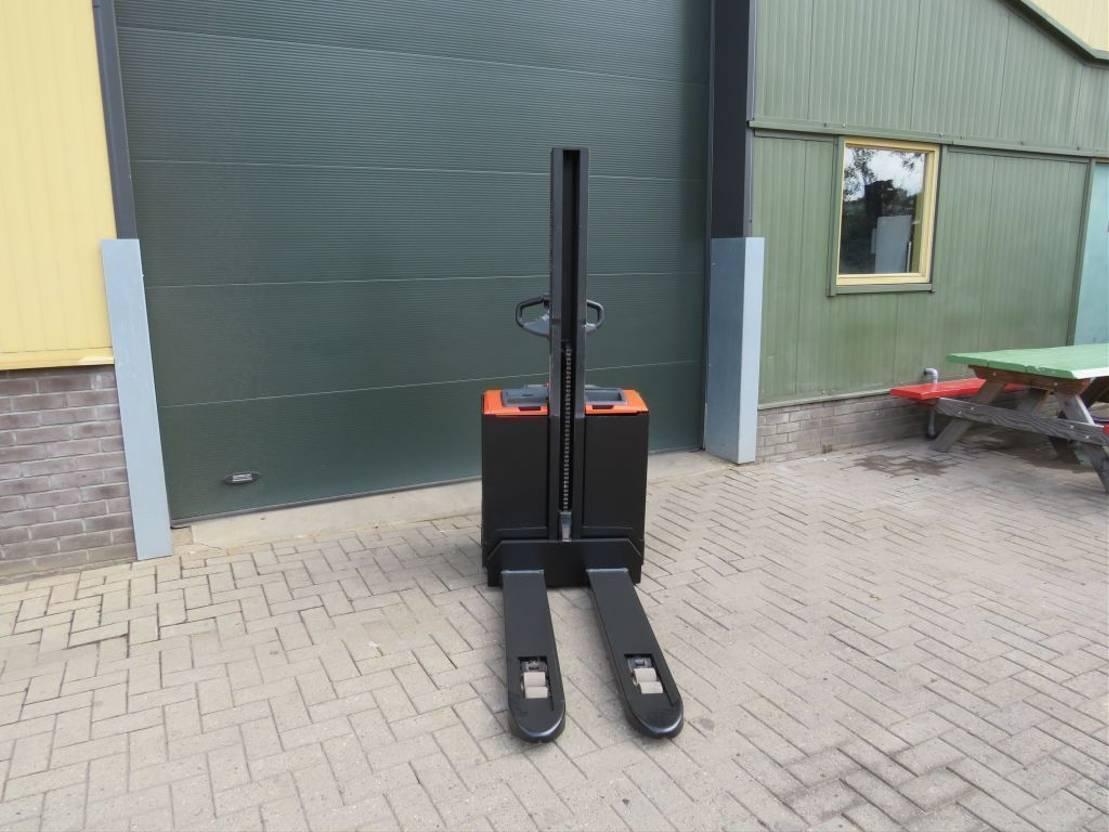 vorkheftruck BT SWE-080-L stapelaar elektrische zeer goed 2015