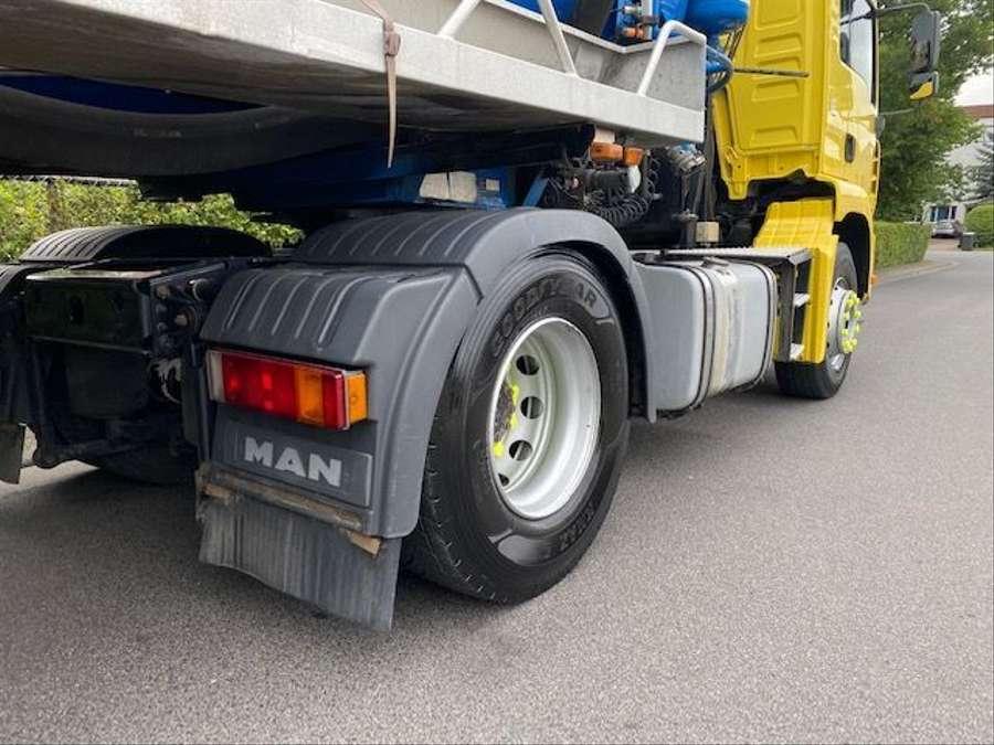 MAN - Saug- und Druckwagen/25000L 18