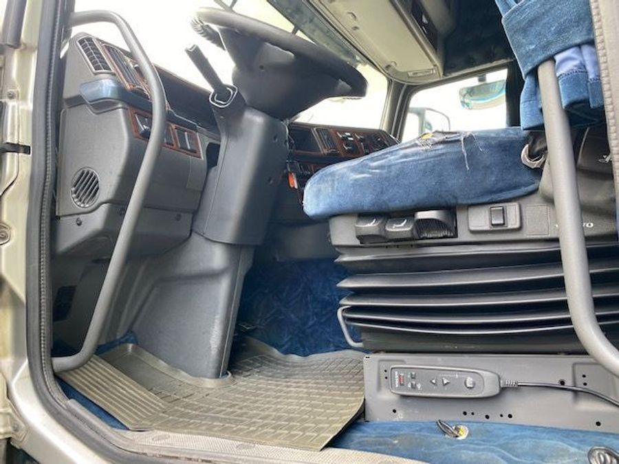 Volvo - 4X2 / Blatt-Luft / Euro 5 11