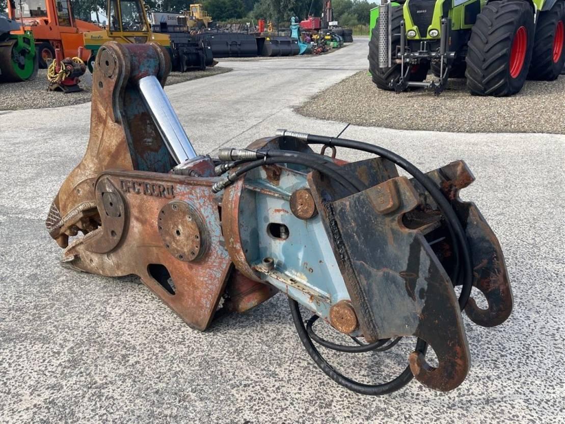 vergruizer Demarec Concrete crusher DFC700R-11