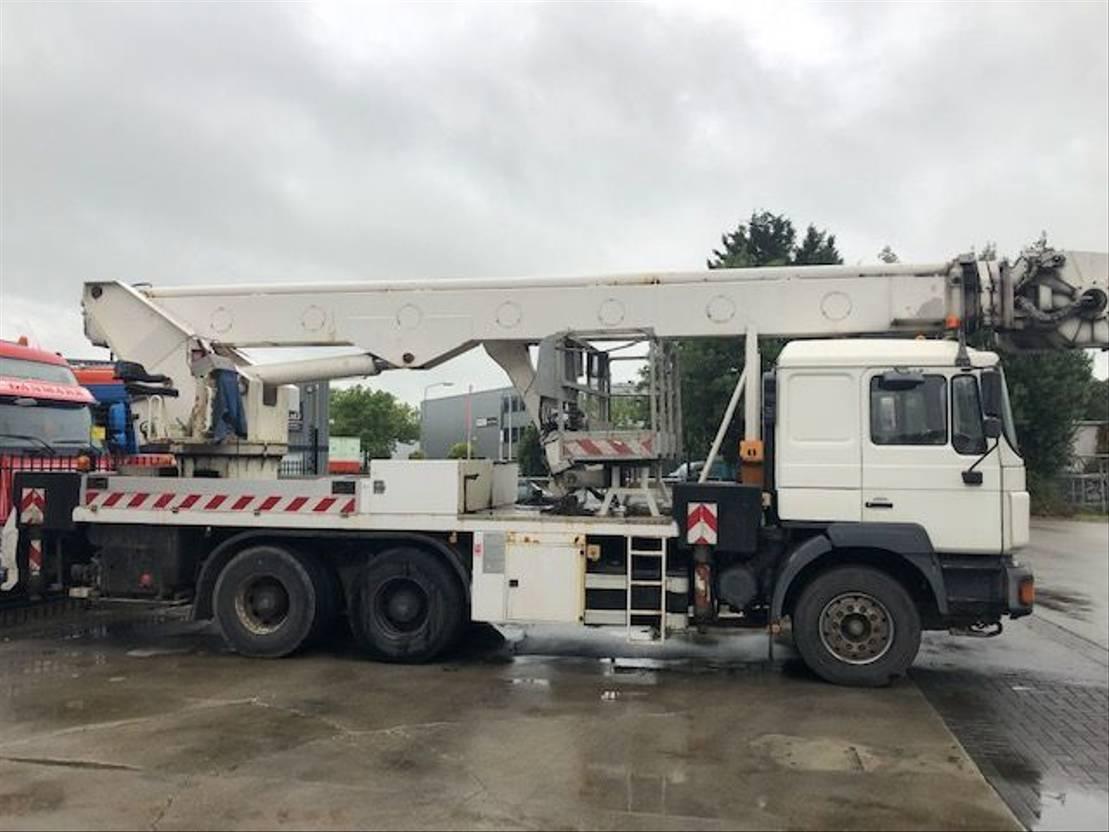 autohoogwerker vrachtwagen MAN 26-403 MET MULTITEL J2.342 1999