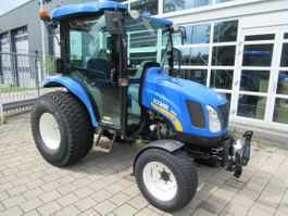 standaard tractor landbouw New Holland Boomer 3050 4 x 4 Cabine Fronthef AIRCO 2010