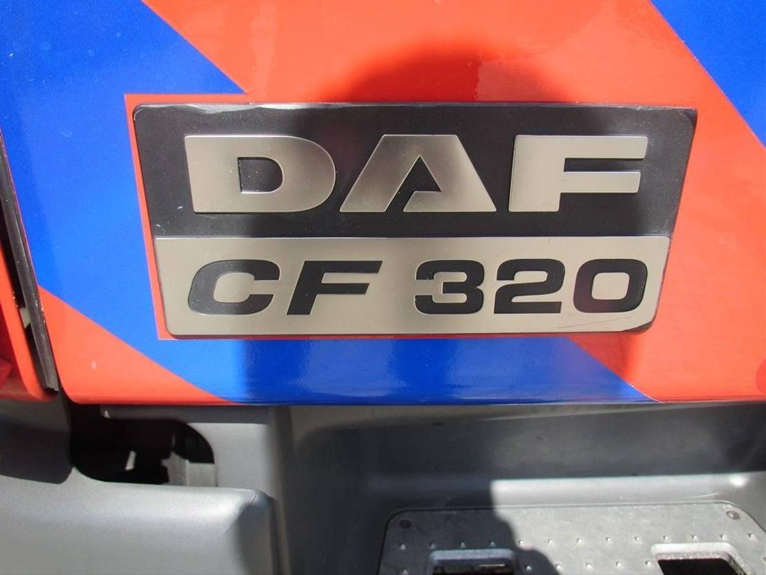autohoogwerker vrachtwagen DAF 75CF320 2002