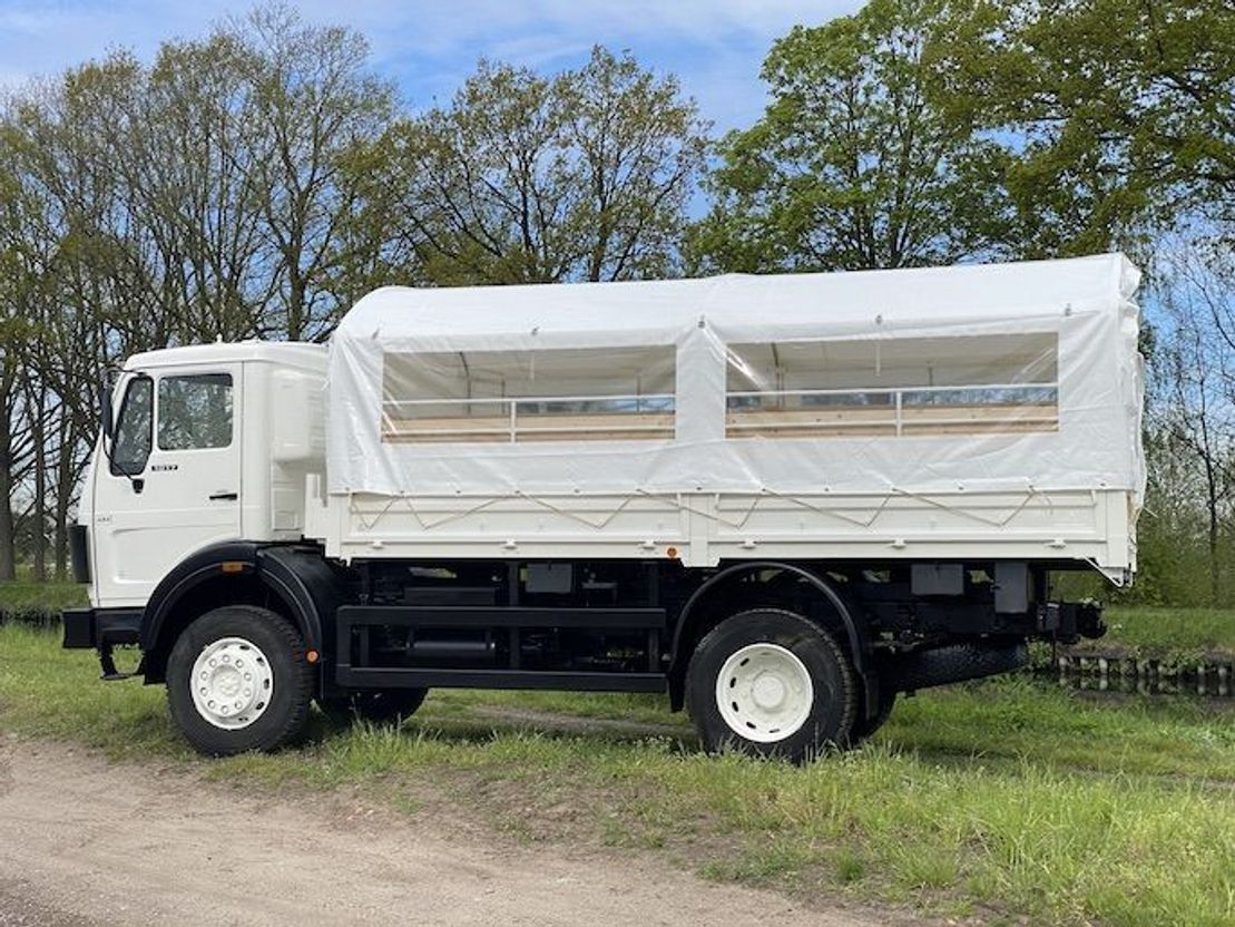 leger vrachtwagen Mercedes-Benz 1017