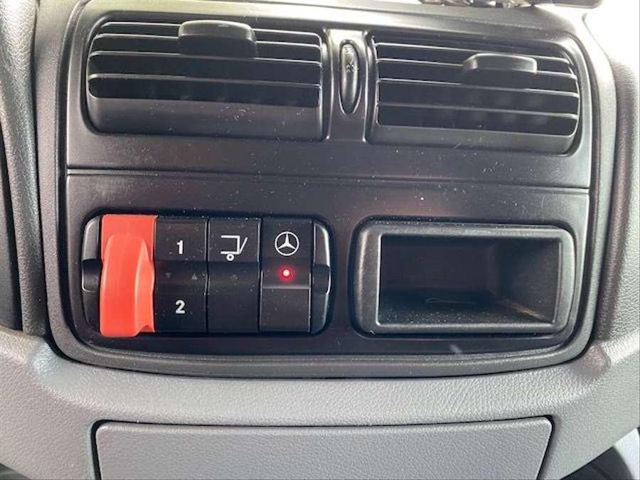 Mercedes-Benz - 6X2 Lenk + Liftachse / Euro 5 21