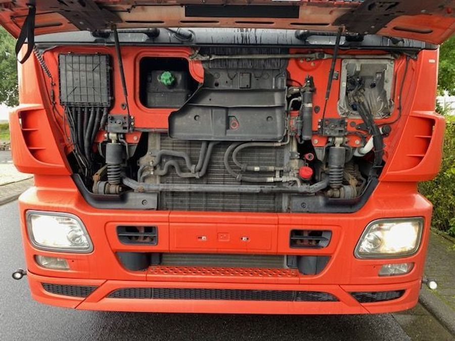 Mercedes-Benz - 6X2 Lenk + Liftachse / Euro 5 26