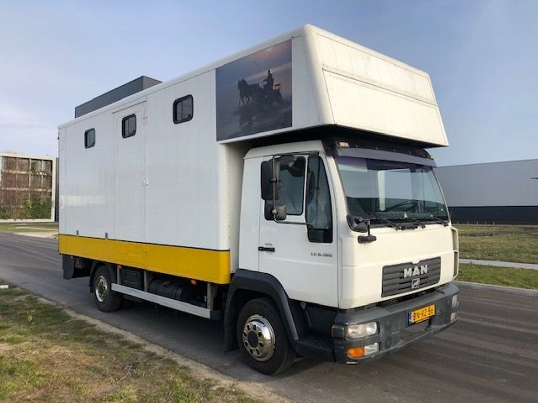 paardenvrachtwagen MAN LE8-180 2003