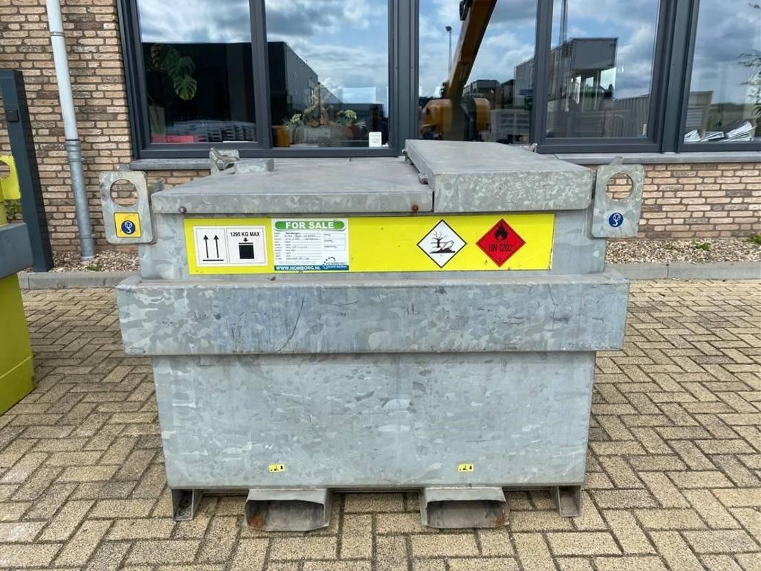 IBC-intermediate bulk container Diversen 750 liter Kiwa IBC dieseltank Gegalvaniseerd met handpomp 2011