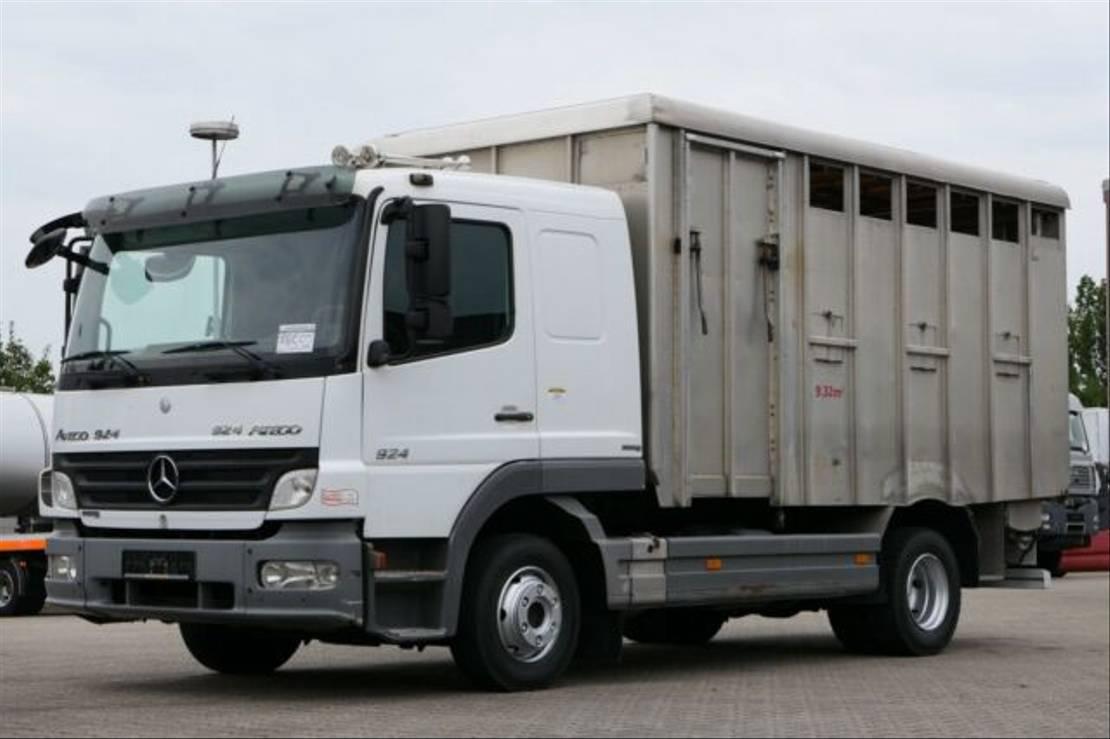 paardenvrachtwagen Mercedes-Benz 924 Viehtransporter Scheckheft Schalter E5 2009