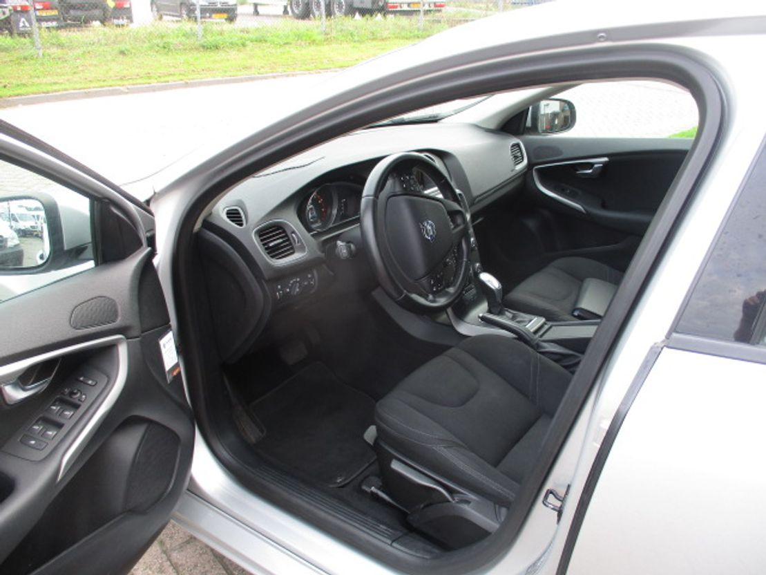 stationwagen Volvo T4 Powershift Kinetic 2013