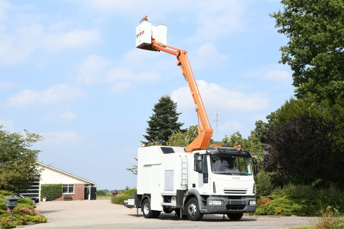 autohoogwerker vrachtwagen Iveco EuroCargo 120 E18!! ARBEITSBUHNE/SKYWORKER/HOOGWERKER!!EURO5!! CUSTERS!! 2008