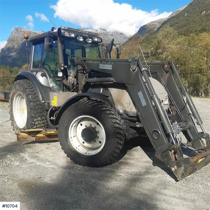 standaard tractor landbouw Valtra T190 w / loader, two sets of tires, underlying bla 2005