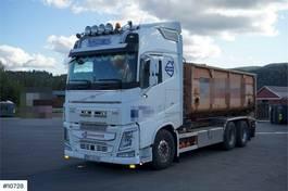 kraanwagen Volvo Hook truck w/crane hydraulics and multilift bod 2017