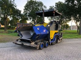 asfalteermachine wielen Volvo ABG 6870 2011