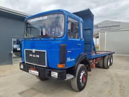platform vrachtwagen MAN 26.321 6x4 stake body 1984
