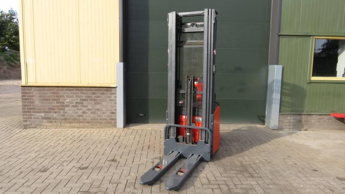 vorkheftruck Linde l14 ap stapelaar elektrische met 3 delige mast 2011