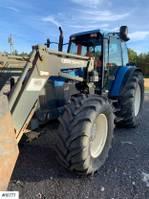 standaard tractor landbouw New Holland 8260/4 1999