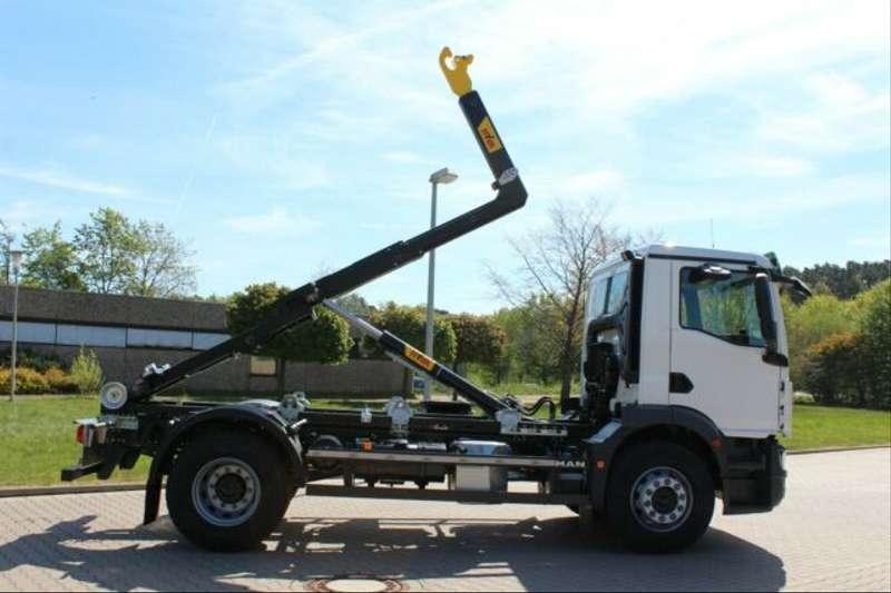 MAN - 4x2 / Euro 6d HYVA Abroller 5