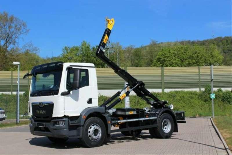 MAN - 4x2 / Euro 6d HYVA Abroller 1