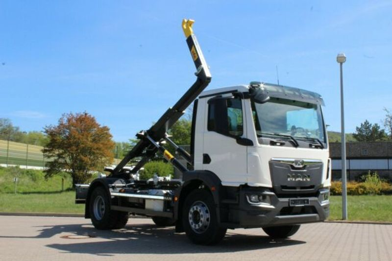MAN - 4x2 / Euro 6d HYVA Abroller 6