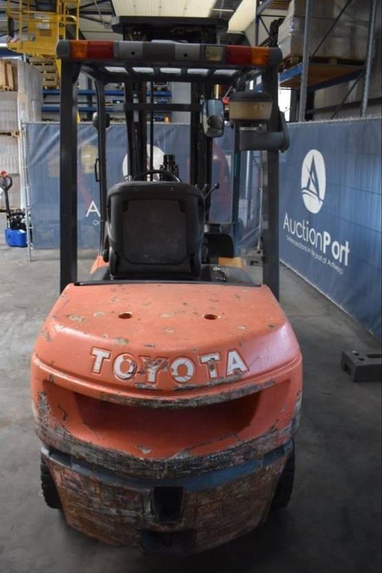 vorkheftruck Toyota 02-7FDJF35 2004