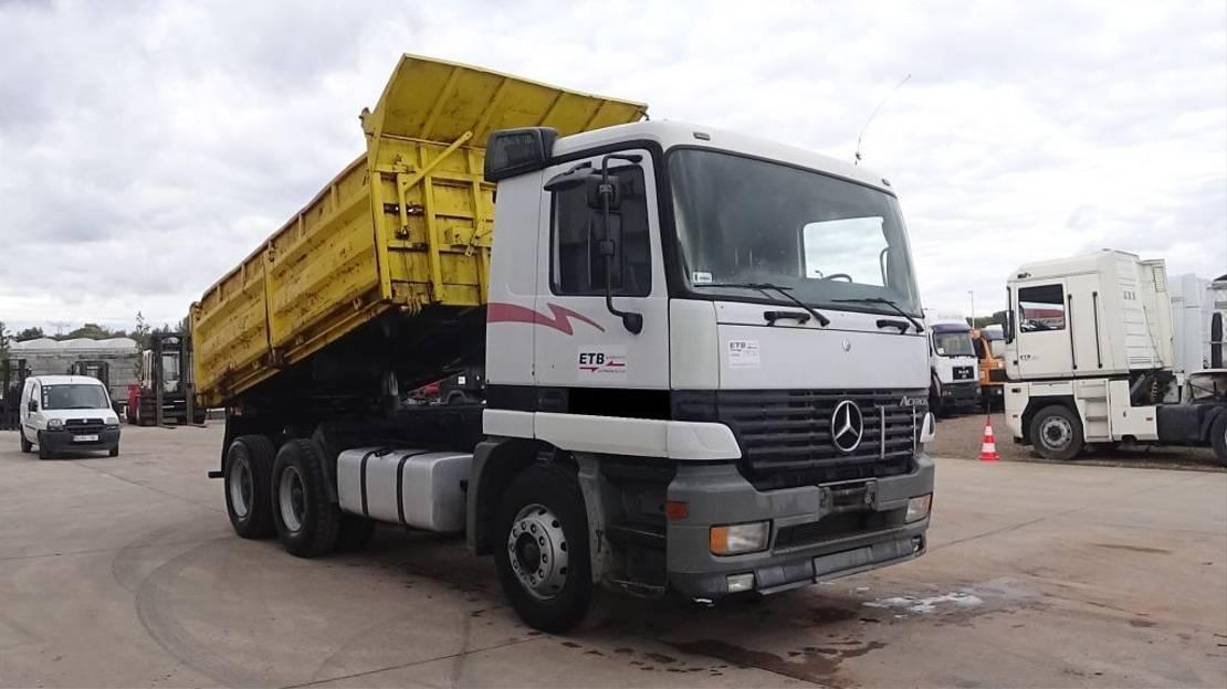 kipper vrachtwagen Mercedes-Benz Actros 2635 (GRAND PONT / SUSPENSION LAMES / BOITE EPS / 3 PÉDALES / EURO 2 / 10 ROUES) 1998