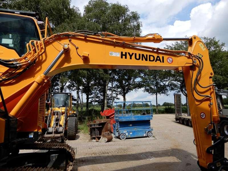 Hyundai - 235 LCR 7