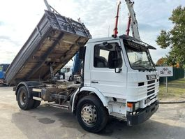 kipper vrachtwagen Scania P93 - 220 TIPPER / BENNE / VOLQUETE - STEEL SPRING / LAMES / BALLIESTAS 1995