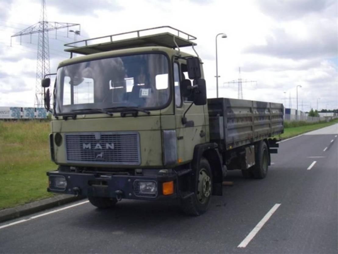 leger vrachtwagen MAN 13-192 F IC 4X2 BDF BOX (EX-ARMY) 1993