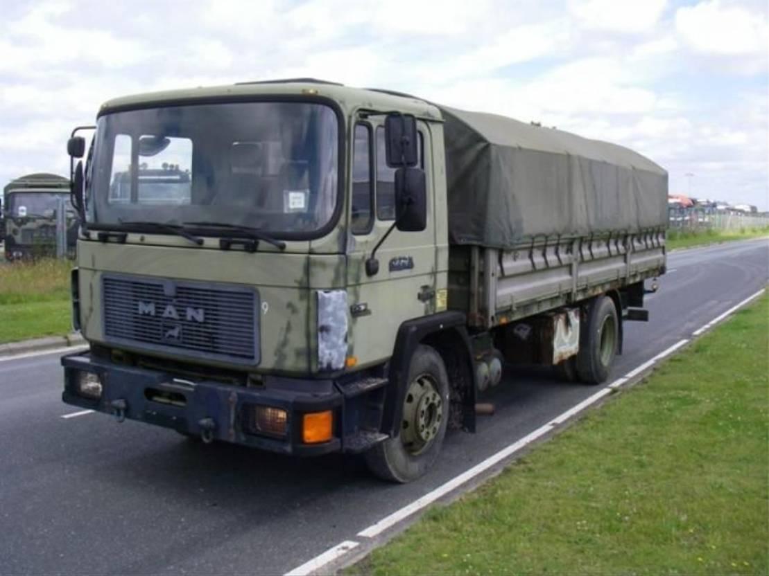leger vrachtwagen MAN 13-192 F IC 4X2 BDF BOX (EX-ARMY) 1991