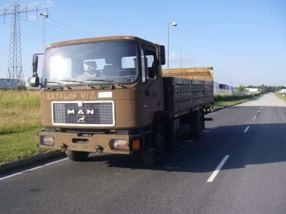 leger vrachtwagen MAN 13-192 F IC 4X2 (EX.ARMY) 1991